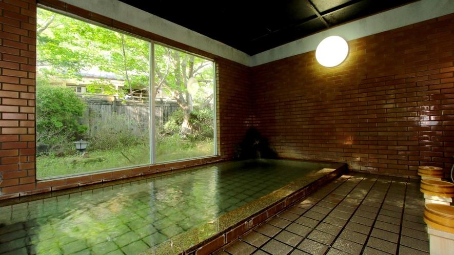 内湯は赤城温泉です。24時間ご利用いただけます。