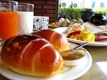 朝食はご飯だけではなくパンもございます♪