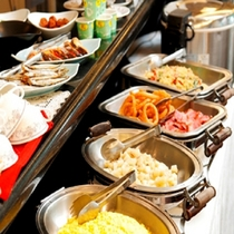 朝食は無料バイキング♪6:45~9:00まで営業しております。