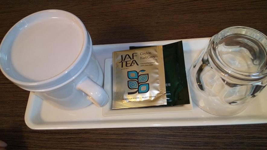 緑茶と紅茶のティーパックをご用意しております。