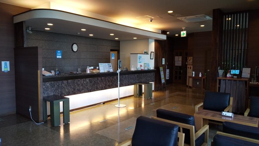 フロントは24時間スタッフが常駐しております。遅い時間のご到着でもご安心下さい