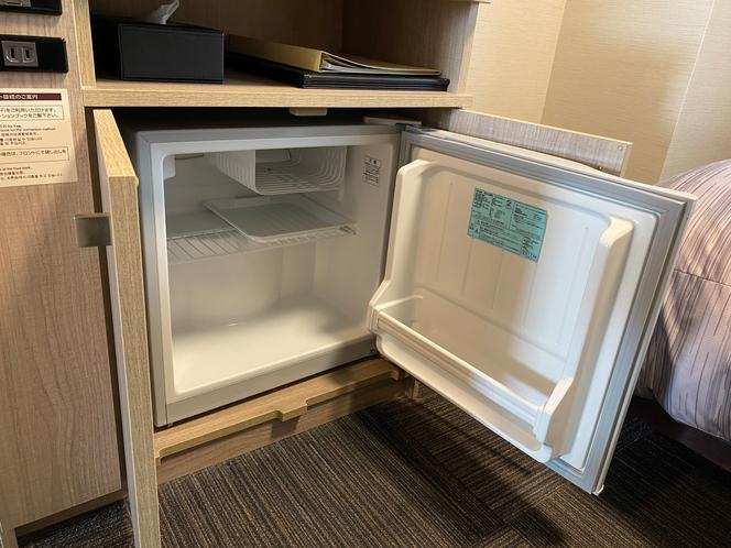 冷蔵庫ではリラックスタイムのお供にドリンクやちょっとしたデザートを冷やしてお楽しみ下さい