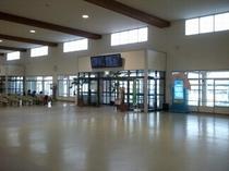 竹富、西表などへ 離島ターミナル