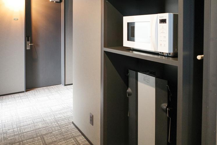 【電子レンジ・ズボンプレッサー】各客室フロアにてご用意しております。