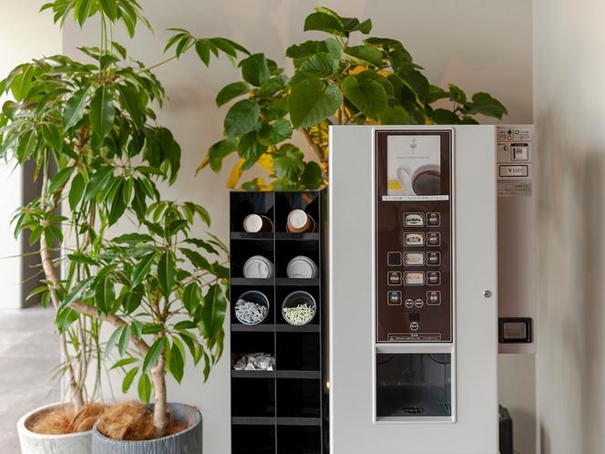 【3F コーヒー自販機】各種一杯100円にて販売中。