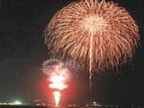 大洗海上花火大会は舞凛館の目の前です