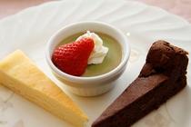 デザート:ベークドチーズケーキとガトーショコラ