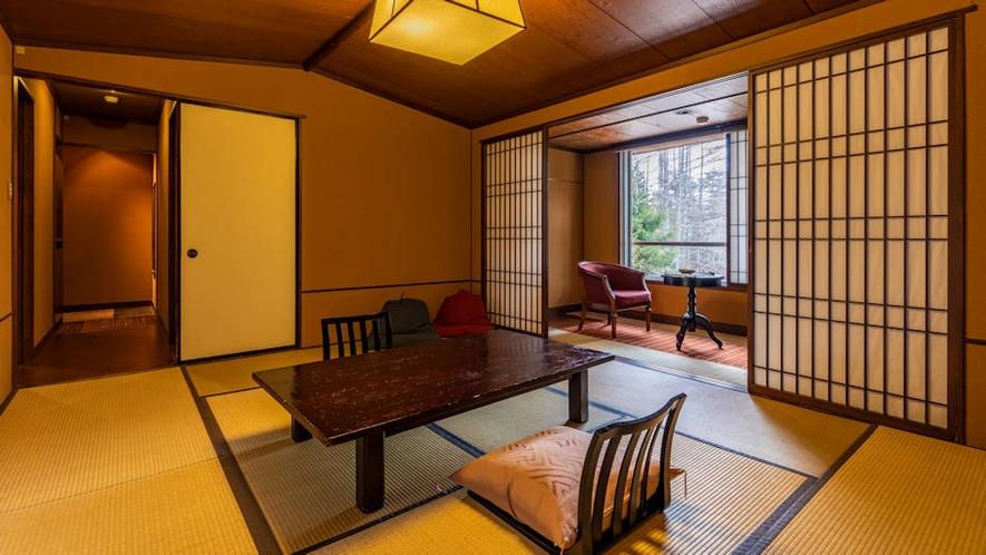 露天風呂付客室『くろゆり』客室の広さは10畳。