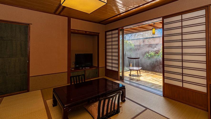 露天風呂付客室『つゆくさ』12畳和室。