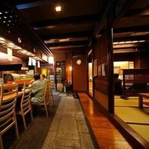 館内の居酒屋「外濠堺屋」 カウンター席と座敷、個室の奥座敷がございます