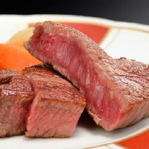 <山形牛のヒレステーキ>お肉本来の旨みを楽しむには「レア」がオススメです