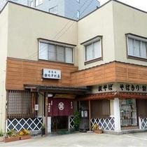 月岡ホテルより徒歩1分♪ 天ぷらが付いた<づけ天そば>が大人気の「湯蕎庵 味津肥盧 (みつひろ)」