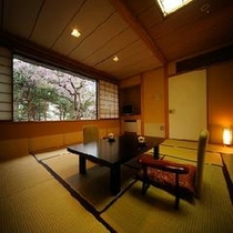 <仙渓園 竹> 中庭の日本庭園がもっとも近くで感じられる和室