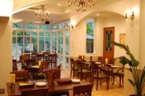 無国籍料理「ガーデンレストラン コフレドール」