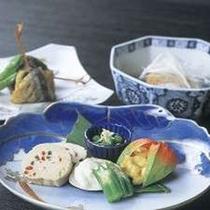 *飛騨の山、川が育んだ季節の食材を使った日替会席です。