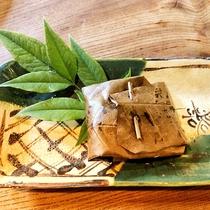 【薬草懐石】ヒラメのサンキライ漬焼き朴葉包み