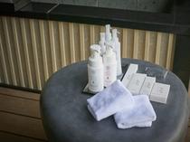 全室客室露天風呂付きの「凪の抄」※アメニティ一例