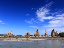 橋杭岩/国の名勝・天然記念物に指定され、日本の朝日百選にも認定されています。