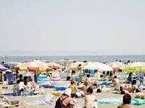 ブルービーチ那智(那智海水浴場)/JR那智駅に隣接し、年間20万人の海水浴客でにぎわうスポット