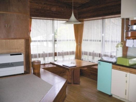 【ケビン宿泊】ワンルームタイプのコテージでキャンプ気分☆<一泊朝食付>