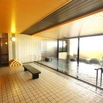*【大浴場】源泉かけ流しのお湯でゆっくり旅の疲れを癒してください♪