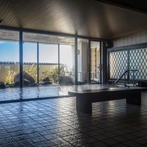 *広々と開放的な温泉大浴場で、旅の疲れを癒して下さい。
