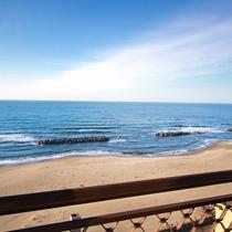 *湯野浜海岸/当館の目の前に広がる雄大な日本海