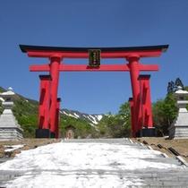 *湯殿山神社/国の指定名勝の庭園です。当館よりお車で約75分