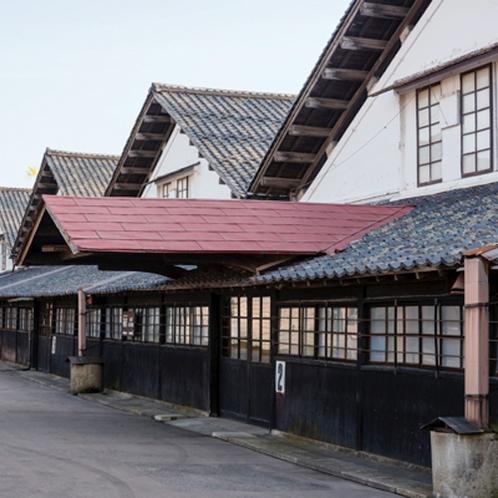 *山居倉庫/築100年の現在も現役の農業倉庫。当館よりお車で約30分