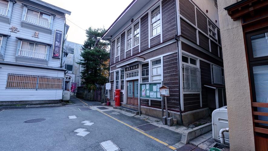 """*旧郵便局舎。昔ながらの""""ハイカラ""""な建物。各種イベント会場として活躍中!"""