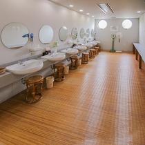 *【大浴場・脱衣所】男子浴場と女子浴場がございます。