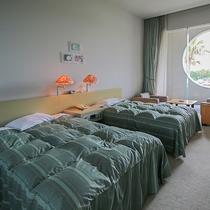 *【喫煙ツイン・一例】広いお部屋と開放感のある高い天井!