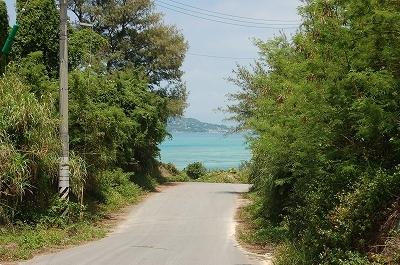 ウッパマビーチへの道