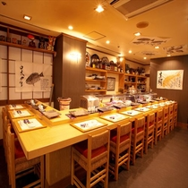 【寿司処 万両】カウンターもあります。