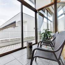 *【喫煙スペース】館内は禁煙のため、ロビー(2階)と1階にに喫煙スペースをご用意しております。