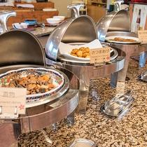 *【朝食バイキング】健康的な朝ごはんに「朝粥」はいかがですか?お好みのトッピングでどうぞ。