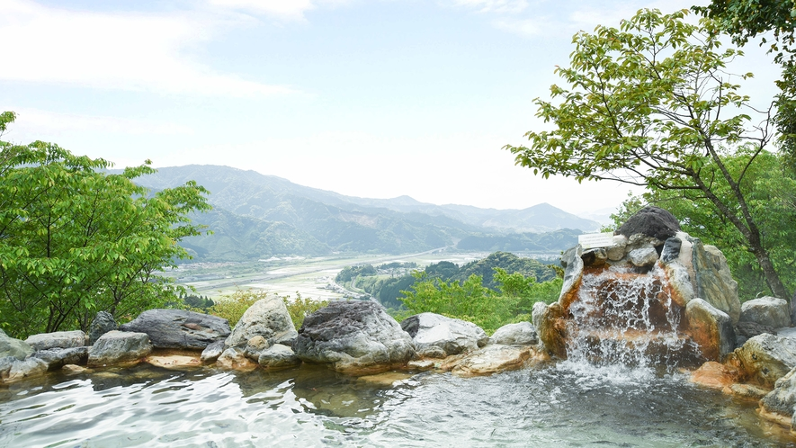 *【露天風呂】開放的な空間にしっとりとしたお湯でお寛ぎください