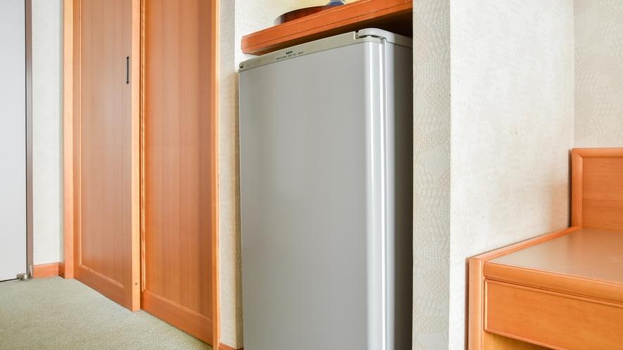 *【お部屋】大きめの空冷蔵庫。ご自由にご利用ください。