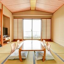 *【和室】清潔感のある落ち着いた雰囲気の和室。窓から差し込む光がお部屋にあたたかみを持たせます。