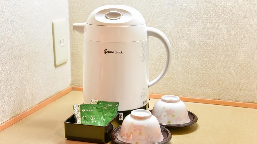 *【客室】お部屋にあるお茶セット。ご自由にご利用くださいませ。