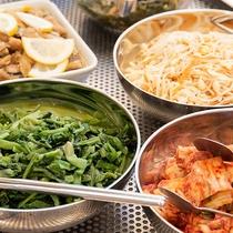 *【夕食バイキング】野菜も豊富で健康的な献立。3世代のご家族でもみなさんお楽しみいただけます。