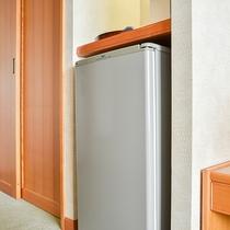 *【お部屋】どのお部屋タイプにも大きめの冷蔵庫が備わっています。