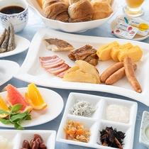 *【朝食バイキング】スクランブルエッグや焼ベーコンなど、定番のメニューを揃えております。