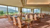 *【レストラン桜】大きな窓から見渡す景観が好評のレストラン。朝夕こちらでご提供いたします。