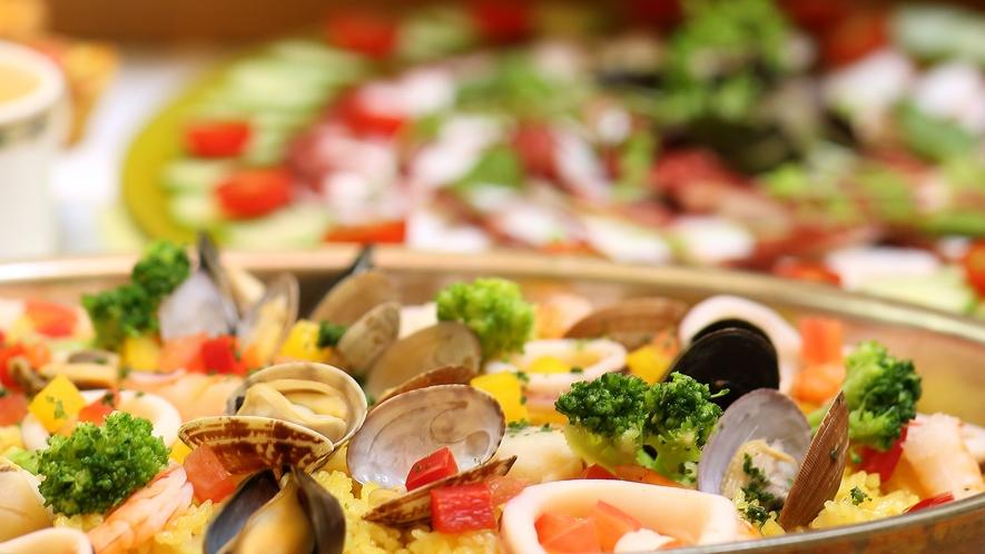 *夕食バイキング/和洋折衷様々なメニューをご用意。お好きなものをお好きな分だけお召し上がりください。