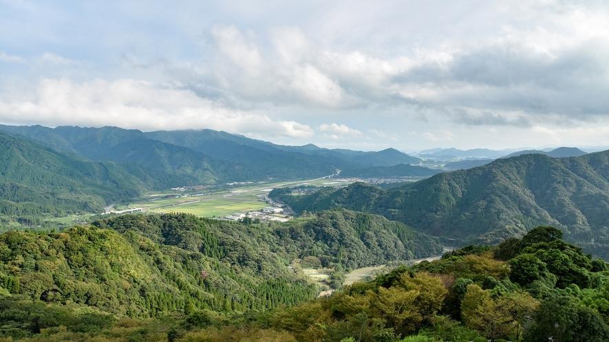 *【部屋】客室からの眺め。季節によっては、早朝に雲海を見られることも…!