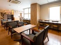 【ライブラリーカフェ】お仕事や商談、旅の相談スペースとしてもご利用いただけます。2