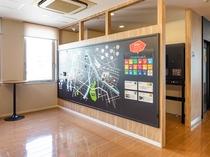 お客様が自由に書き込めるホテル周辺マップ。お客様同士の交流や、ホテルからの情報発信も行います。