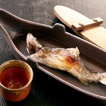 【特別注文料理】岩魚の骨酒(料金1人前:2,500円税込)