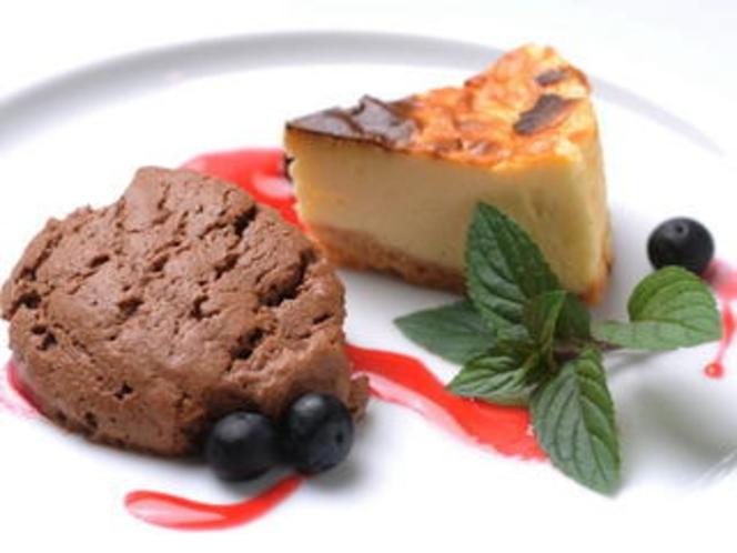 チーズケーキとチョコレートムース